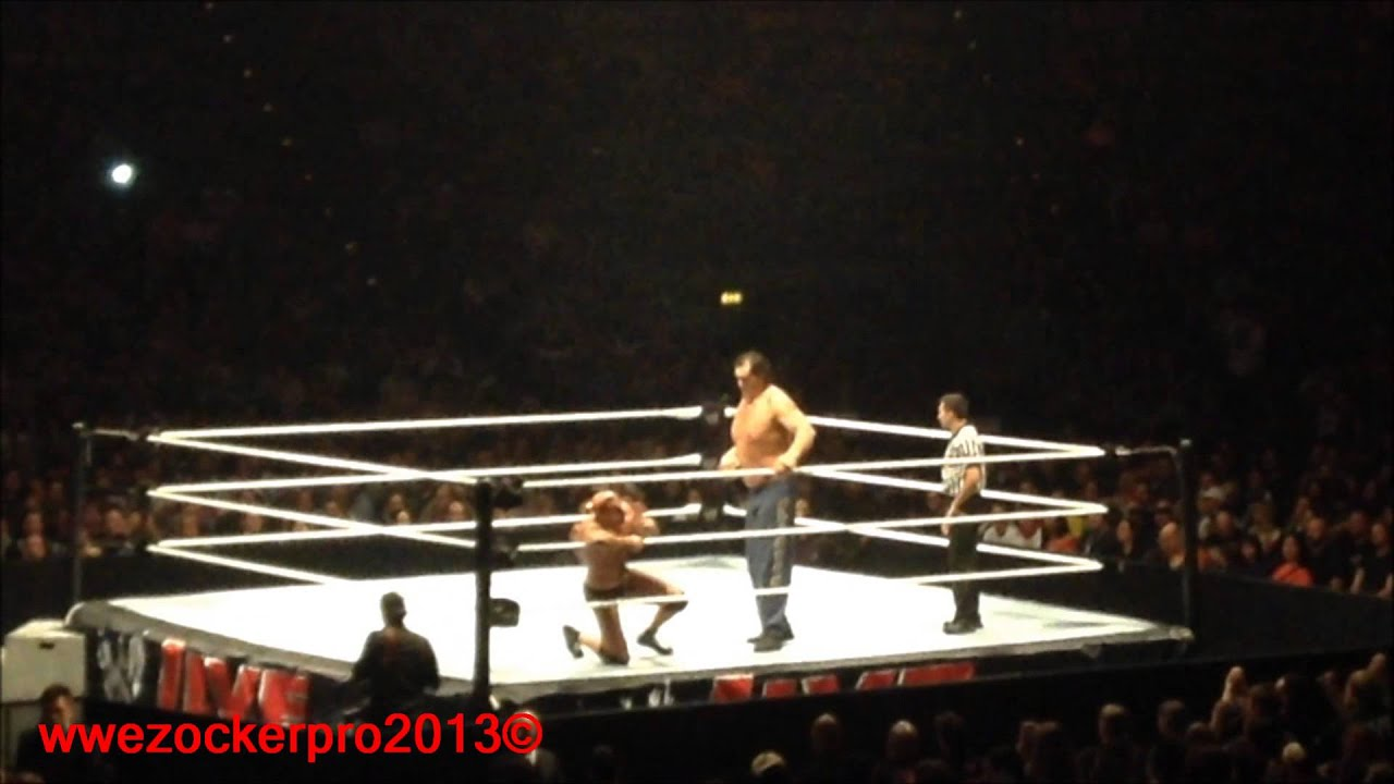 wwe live 2013 germany munich antonio cesaro vs the great khali youtube. Black Bedroom Furniture Sets. Home Design Ideas