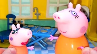 Свинка Пеппа как Мама Свинка. Видео с игрушками. Открываем Киндер Сюрприз