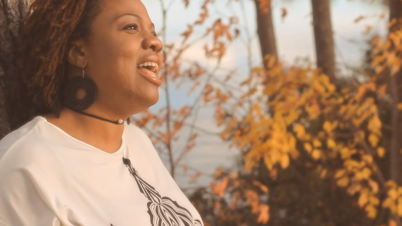"MIA DENEEN ""NO DAYS OFF"" (OFFICIAL VIDEO)"