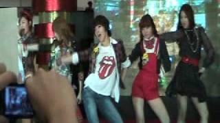 [FanCam] 4Minute - For Muzik, Muzik @ MOA (Feb 5, 2010) Part 1
