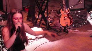 """Maggie Rogers - """"Dog Years"""" (Live in Cambridge)"""