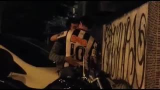 Vídeo do wtssap homem com homem beijando