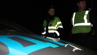 Сотрудники ГИБДД, рискуя своей жизнью, очищают дороги Кингисеппского района от пьяных водителей.