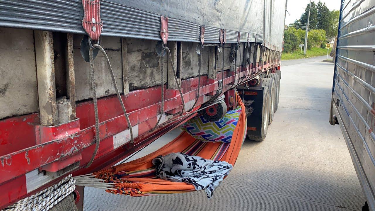 Así descansamos la mayoría de camioneros en colombia cuando nos toca esperar el cargue o descargue
