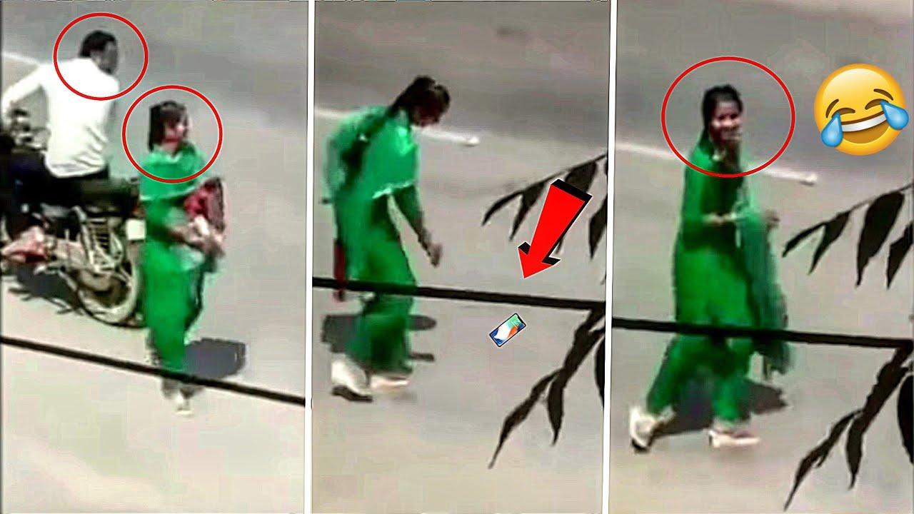लड़की ने चालू कैमरे के सामने अपना पोपट करा लिया | Viral Videos