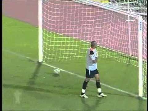 Sự chủ quan của thủ môn đem đến pha đá luân lưu hài hước