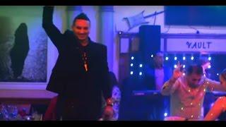 أبو علي نسونجي النجم المصري حمادة الليثي يشعل خشبة مطعم الفولت بمدينة أناهيم