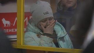 UTV. В аэропорту Орска собралось более 300 родственников погибших