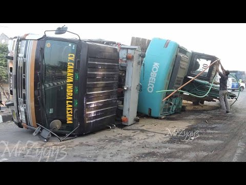 Excavator Accident Kobelco SK200  Fuso Self Loader Truck  He