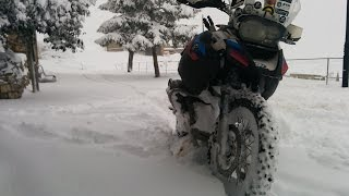 BMW R 1200 GS Adventure - Riding in the snow and having FUN