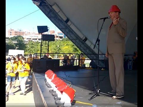 Jerry Casale of DEVO talks after the 1st Annual 5KDEVO Race in Akron - 7/30/17
