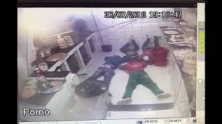 Homens armados assaltam pizzaria em Feira de Santana