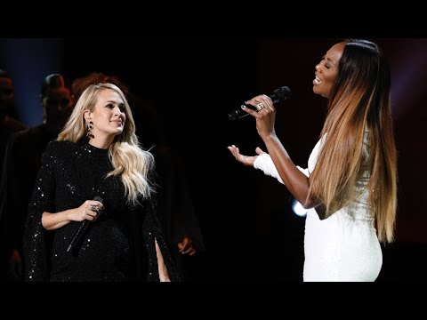 "Carrie Underwood & Yolanda Adams Sing ""You'll Never Walk Alone"" By Elvis Presley"