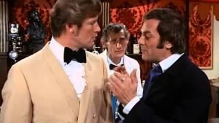 """Histoire de cocktail au cinéma: Le Créole Crème - Curtis + Moore """"Amicalement vôtre"""""""