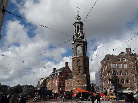 Munttoren en Muntgebouw op het Muntplein in Amsterdam
