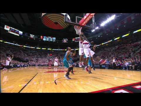 Nicolas Batum put back dunk
