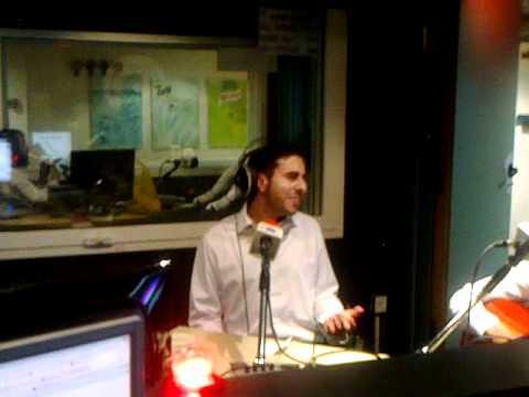 אלעד שער רק עוד רגע אקוסטי ברדיו קול חי | Elad Shaer Acoustic On Radio Kol Chai