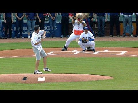 BOS@TEX: Golfer Ryan Palmer throws out first pitch