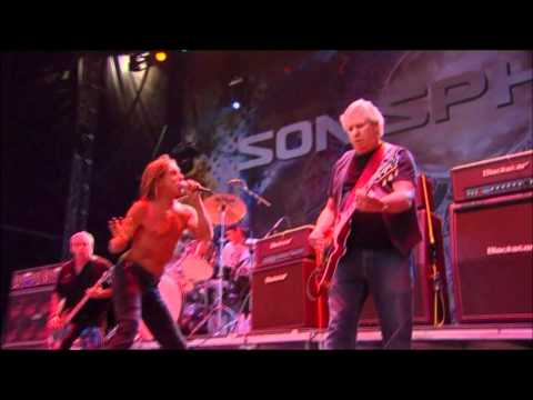 Iggy and the Stooges - I Wanna Be Your Dog (Live at Sonisphere Knebworth, UK, 2010) HQ