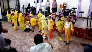 Baile la Familia de los Pollitos