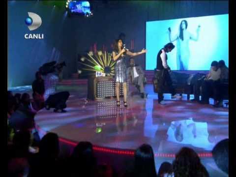 Ebru Yasar & Ismail YK   Seviyorum Seni  Beyaz Show 28 11 08  Ripped Astronot