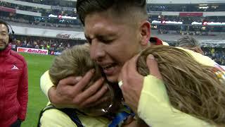 Edson Álvarez celebra con su familia el campeonato y sus goles en la Final.