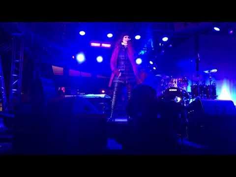 Idina Menzel- Let it Go (Super Bowl Live 2018)