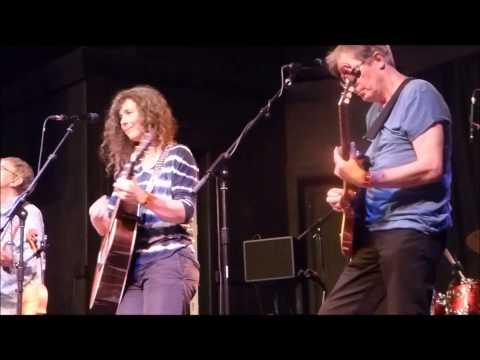 The Korgis vs. Stackridge - If I Had You (live) - with dancers!