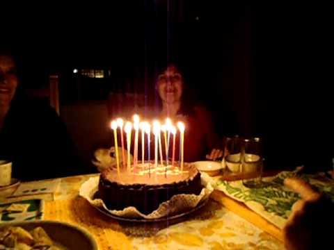 perro-cantando-cumpleaños-feliz