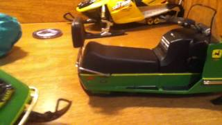 die cast john deere 400 and 500 snowmobiles part 1