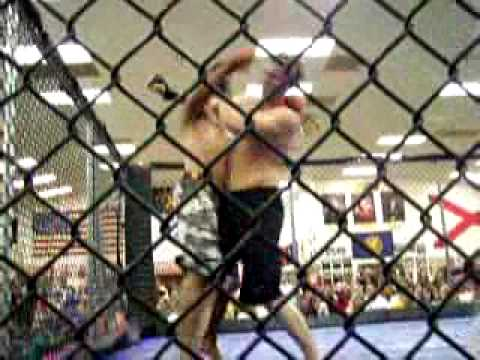 Lee Beard cage fight 1 round 3