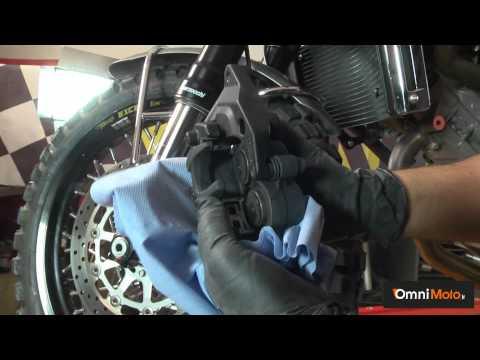 Pulitore per freni: come cambiare le pastiglie dei freni alla tua moto!
