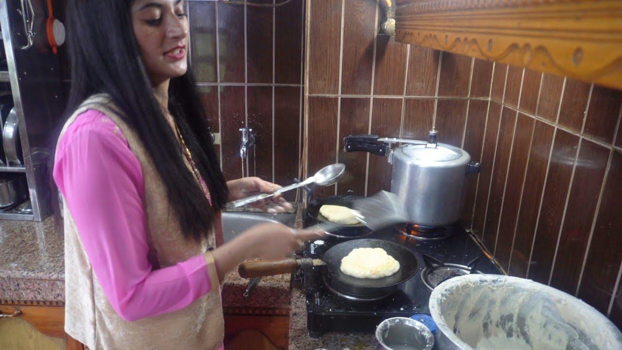 पुराने ज़माने में इस तरह से बनाए जाते थे Siddu । Himachali Siddu Recipe