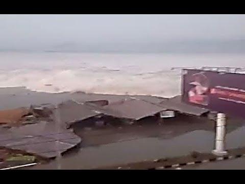 Indonesian city slammed by 2 metre tsunami after 7 5 magnitude quake