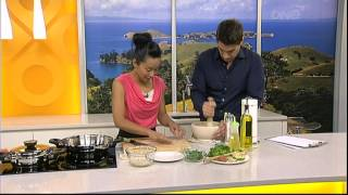 Sachie Nomura On Good Morning Tv Cooking Thai Squid & Green Beans In Spicy Sauce