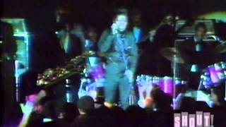 James Brown performs a Song Medley. Live at the Apollo Theater. March 1968.