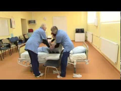 """Õppefilm """"Patsiendi teisaldamised voodist toolile ja ratastooli"""""""