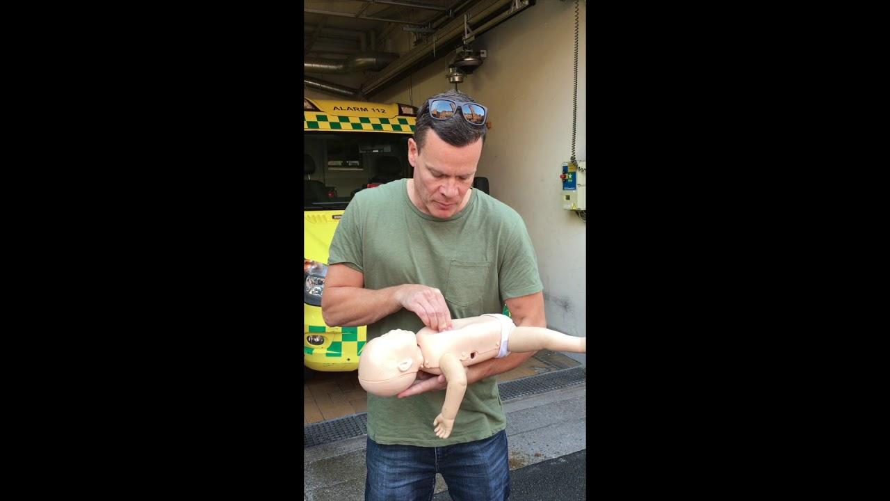 førstehjælp baby galt i halsen
