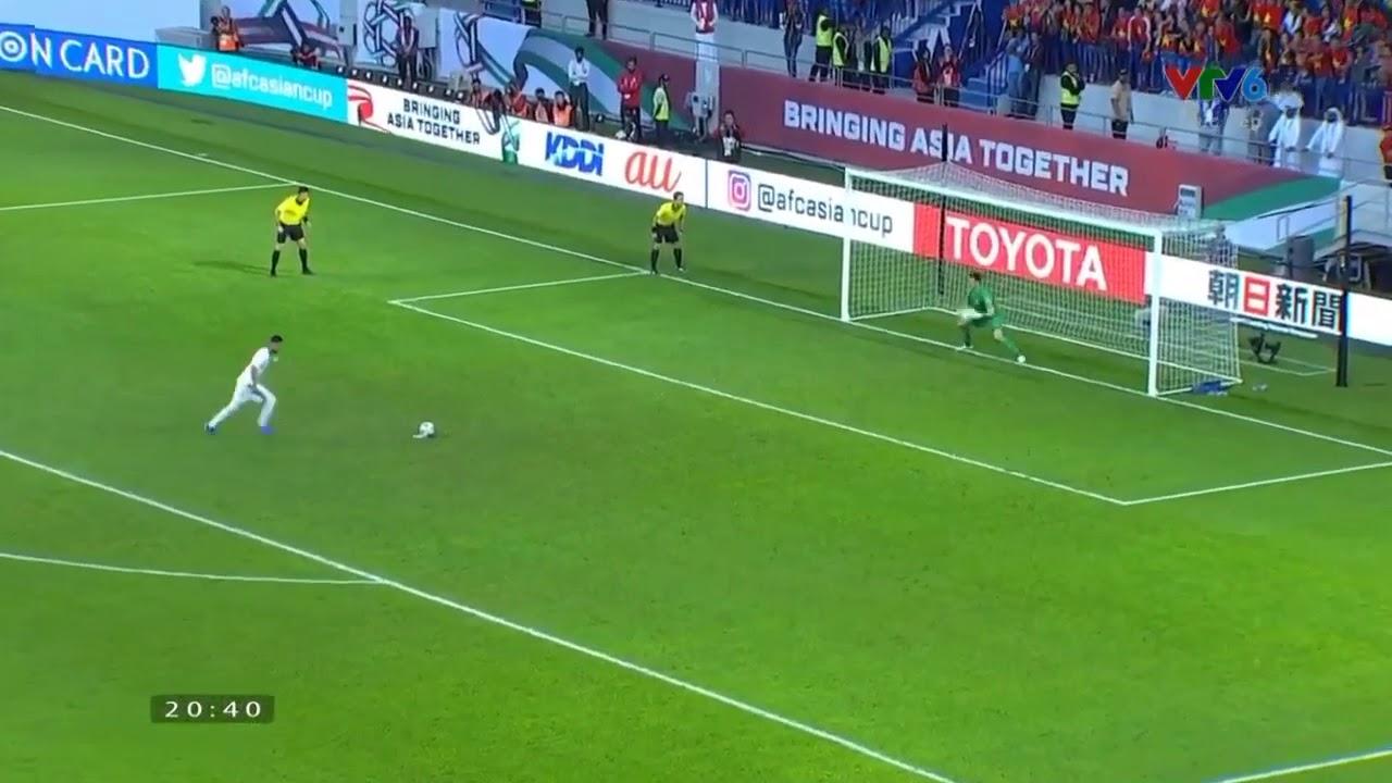 Goalkeeper Dang Van Lam Danced And Missed Catch