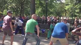 Танцы на улице.Брейк-данс.Центральный парк в Нью-Йорке