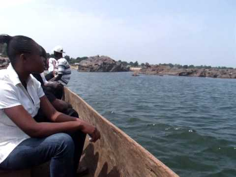 1758 Crossing the river Obangui from Bangui to Zongo