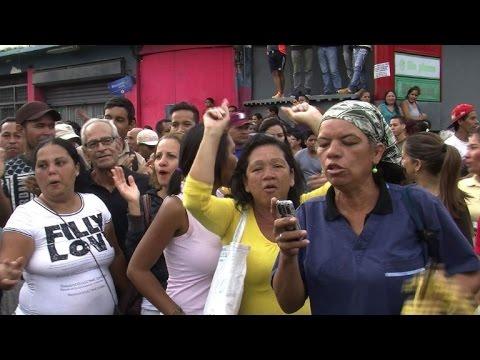 """""""On a faim"""": le cri des habitants d'un quartier pauvre à Caracas"""