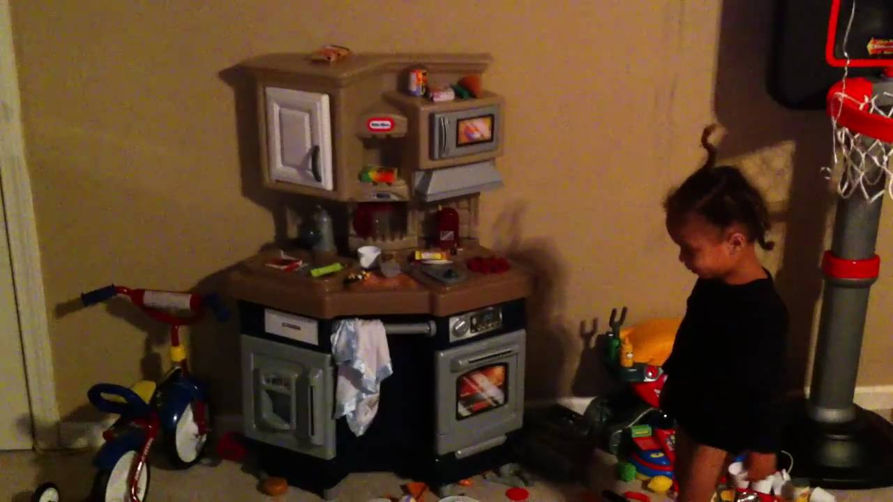 Little Tikes Super Chef Kitchen - Tre\'s Thursday Toy Review 1/13/11 ...