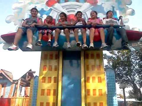 Los Ninos En Six Flags Mini Superman Youtube