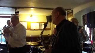 Burt Butlers Jazz Pilgrims - Blue Turning Grey Over You - Two Brewers Whitstable.wmv