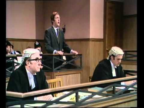 Monty Python - Tömeggyilkos bírósági tárgyalás (magyar szinkron)