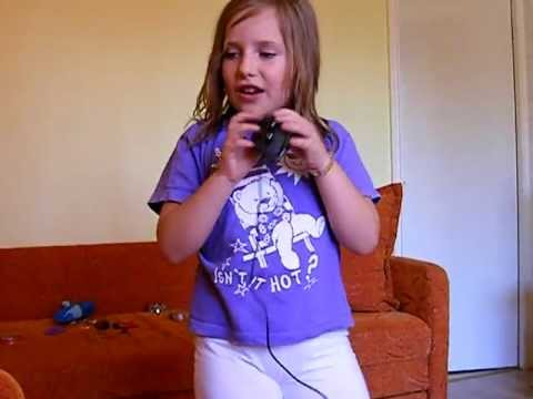 8 years old dancing to The lazy song by Bruno Mars