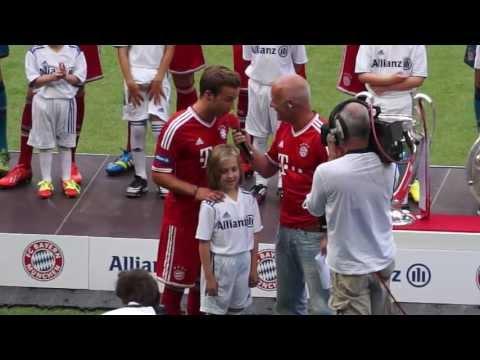 Mario Götze und Thiago bei Teampräsentation FC Bayern München