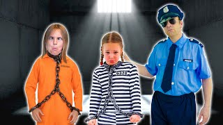 Amelia, Avelina jail playhouse adventure. Funny story for kids.