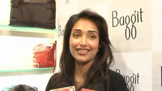 Jiah Khan at Baggit Store - Latest Celebrity Gossip